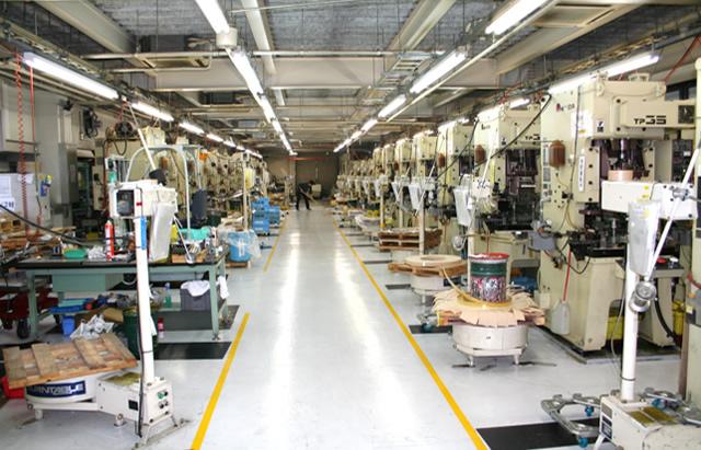 プレス工場